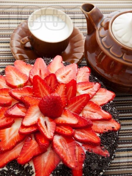 Какаова торта с шоколадов крем и пресни ягоди  - снимка на рецептата